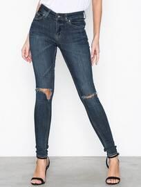10afbde0243 Jeans Dam på rea, billiga kläder online - OutletSverige.se