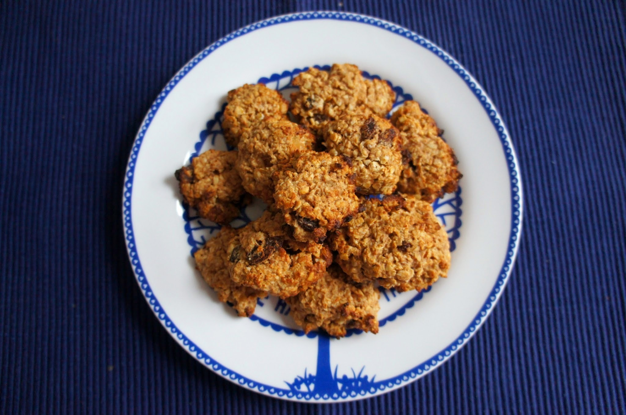 Peanut butter oat and raisin cookies (vegan + gluten free)