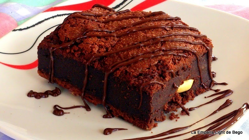 BROWNIE DE CHOCOLATE NEGRO CON ANACARDOS