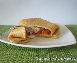Crepes de harina de garbanzos con hamburguesas de pollo, mostaza y curry