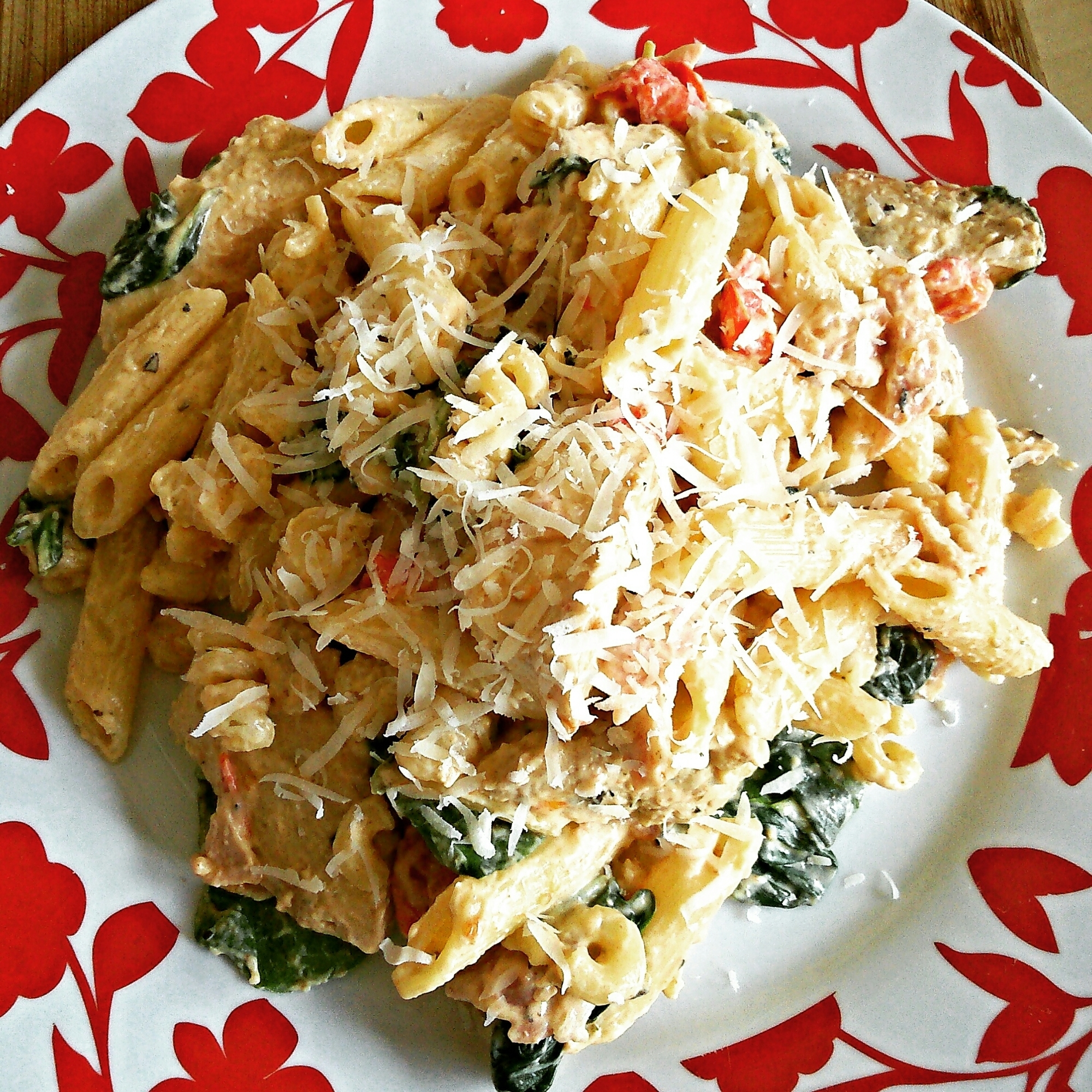 Creamy chicken, bacon and spinach pasta