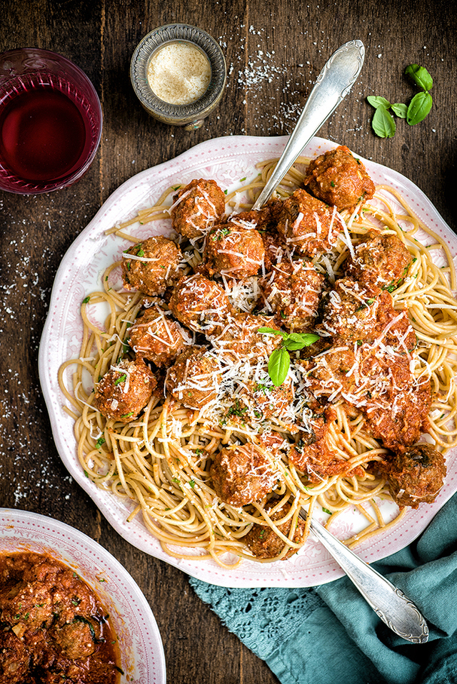 Slow Cooker Beef Meatballs in Tomato Sauce and a giveaway