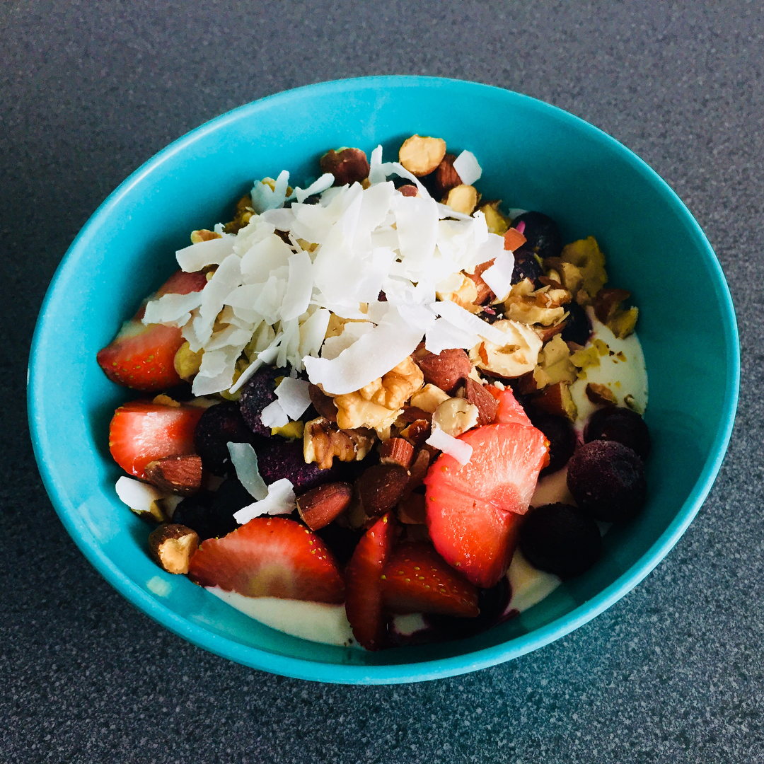 "Jorriene's Foodlog on Instagram: ""Lunch bowl; Greek yogurt, blueberries, strawberries,nuts and cocosflakes"""