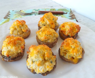 Champignons farcis au poulet et au cheddar (Chicken Stuffed Mushrooms with Cheddar)