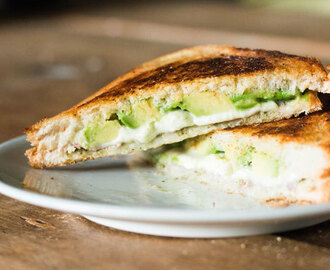 Recept: Tosti met avocado en mozzarella