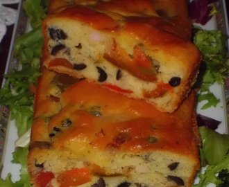 PLUM CAKE SALATO CON PEPERONI, OLIVE E PANCETTA.  (RICETTA MEDITERRANEA)/SALTED PLUM CAKE WITH BELL PEPPERS, OLIVES AND BACON (MEDITERRANEAN RECIPE)