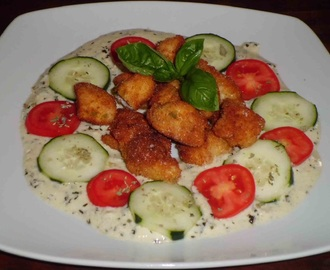 BOCCONCINI DI POLLO IMPANATI IN SALSA DI YOGURT E PESTO/BREADED CHICKEN BITES IN YOGURT AND PESTO SAUCE