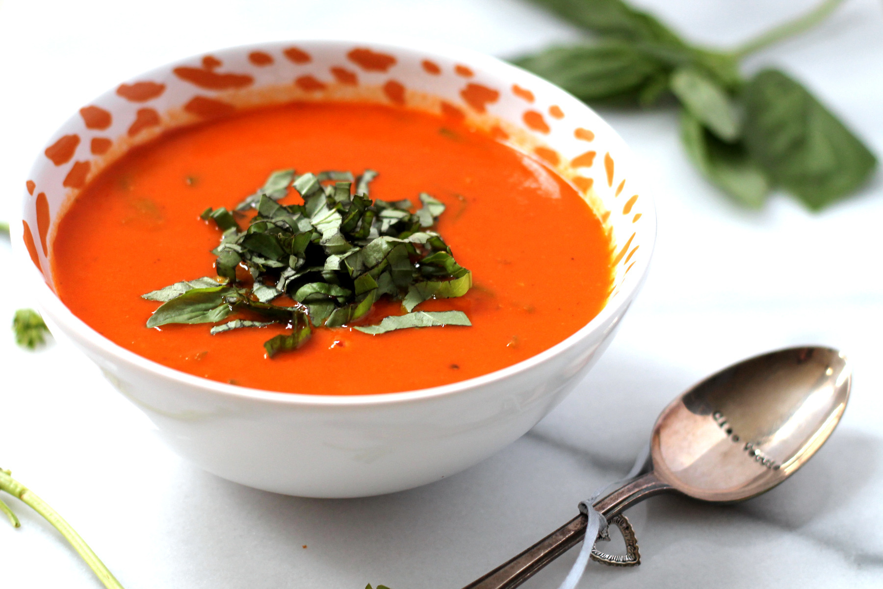 Creamy Tomato & Roasted Garlic Soup {Dairy Free}