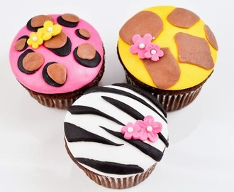 'Tween Girl Birthday Party: Animal Print Cupcakes