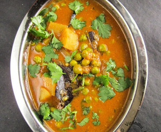 ALOO MUTTER GRAVY - RESTAURANT STYLE I POTATO GREEN PEAS GRAVY I SIDE DISH FOR CHAPATHI/NAAN