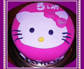 tort na 5 urodzinki z Hello Kitty