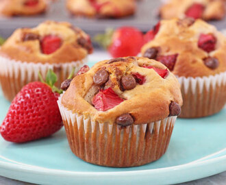 Healthy Strawberry & Chocolate Chip Blender Muffins