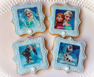 Galletas con papel de azucar y piruletas con chocotransfer de Frozen