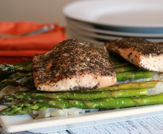 Garlic Pepper Salmon and Asparagus