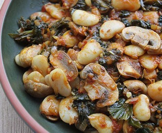 Curried Butter Beans with Mushrooms and Kale