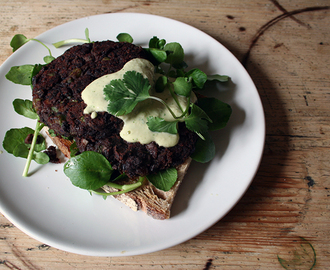 mushroom and black bean burgers with cashew and coriander sauce