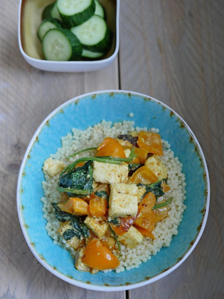 Parelcouscous curry met paneer en spinazie
