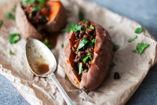 Batata doce assada com chili . Baked sweet potato with chili