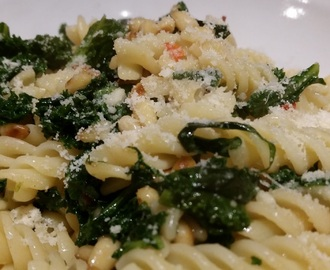 Chilli kale and pine nut pasta