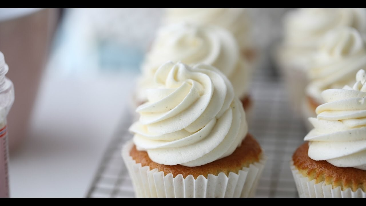 WHITE CHOCOLATE CREAM CHEESE FROSTING