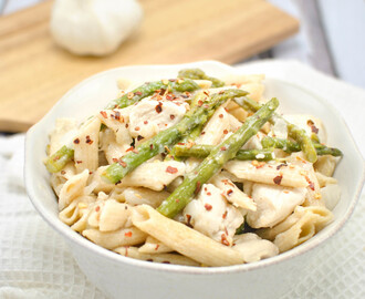 Quick and Easy Lemon Garlic Chicken Pasta and Asparagus