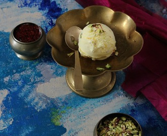 Kesar Pista Ice cream - Eggless ! Saffron and Pistachio Ice Cream #frozendessert #egglessicecream #eggless #nowonmyblog #kesarpista #jcookingodyssey#beattheheat