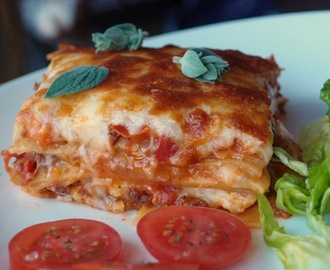 Vegetarian soya mince and halloumi lasagne