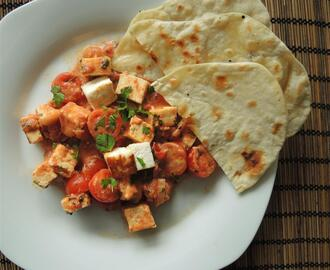 Paneer in Tomaten-Curry und Chapati – Fladenbrot
