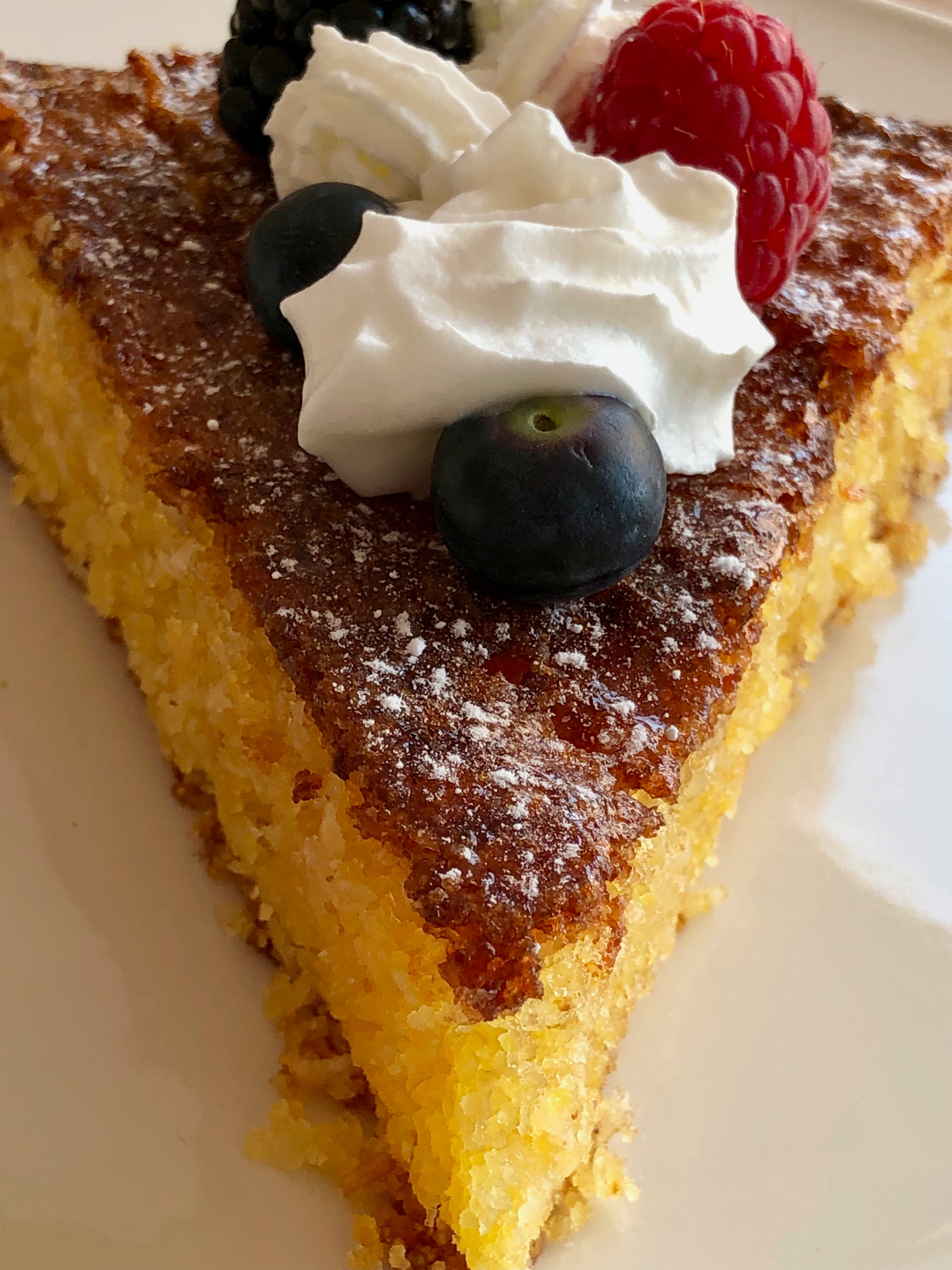 Refreshing polenta coconut cake with lemon
