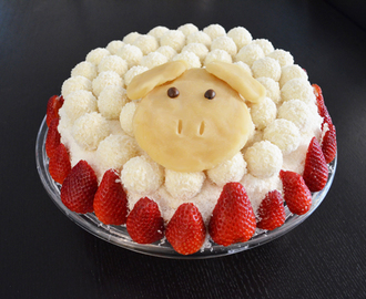 Easter Lamb: Raffaello-Strawberry Cake in a different way