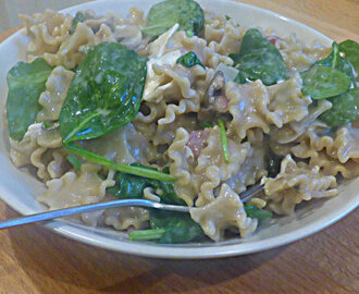 Pasta with Goat's Cheese, Bacon, Mushrooms and Spinach