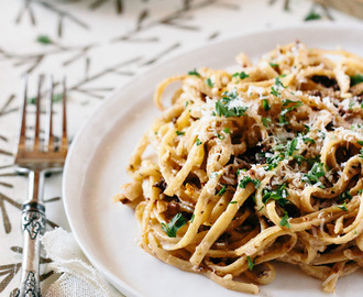 Linguine with Walnut Béchamel Sauce and Sun-Dried Tomatoes