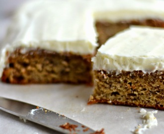 Banaanikakku / Banana Cake With Vanilla Cream Cheese Frosting