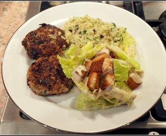 "Lamb patties with ""Cleopatra"" salad"