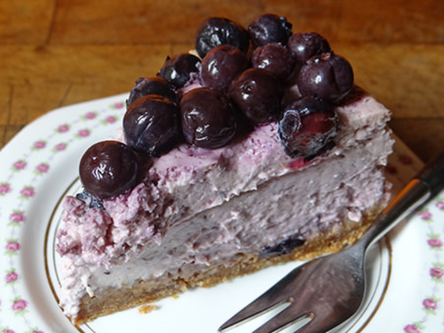 Cakes & Bakes: Lemon & blueberry cheesecake