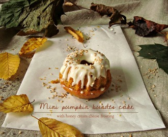 Mini pumpkin bundt cake with honey cream cheese frosting - Bonjour octobre!