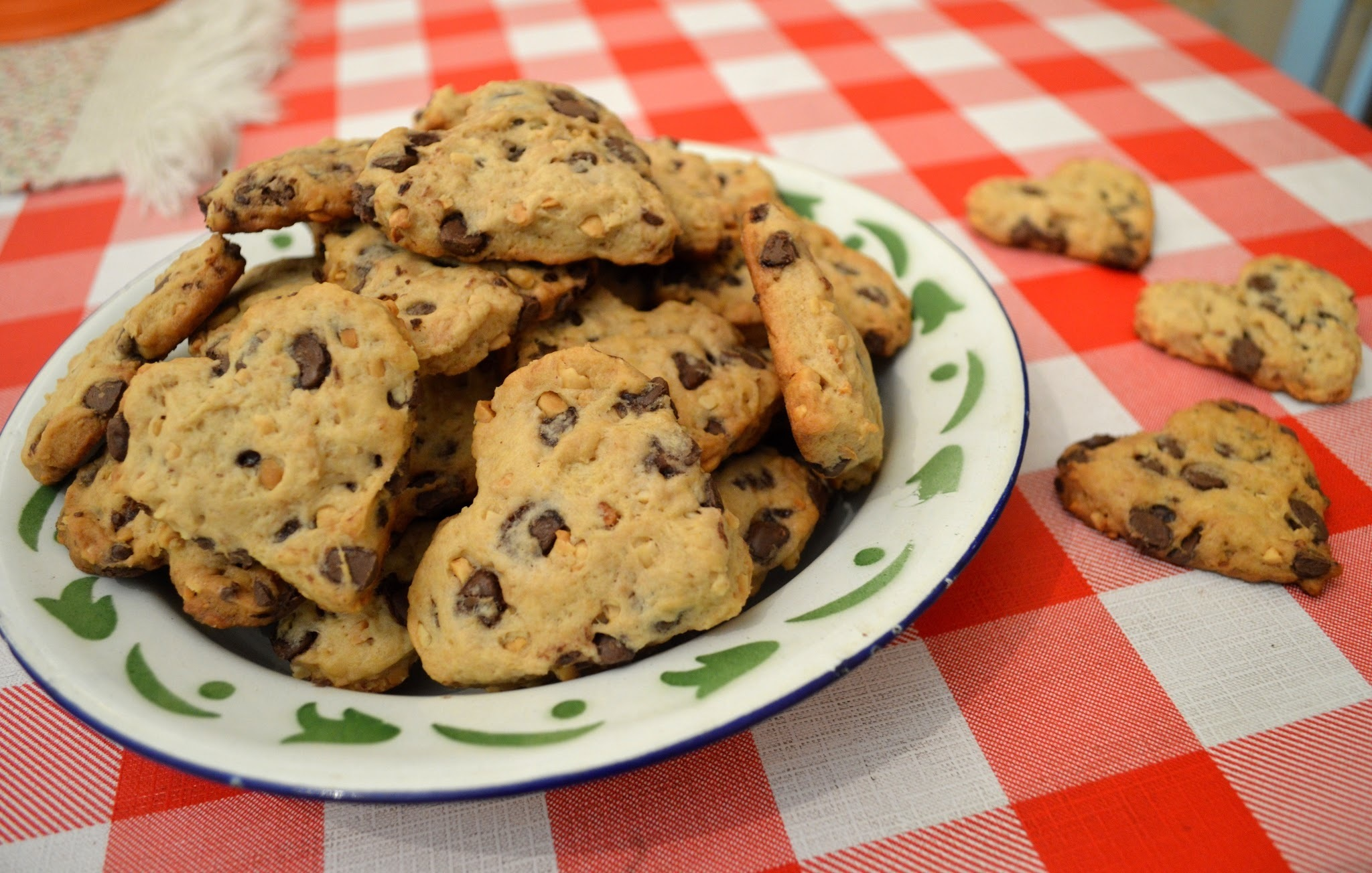 Cookies de amendoim com gotas de chocolate