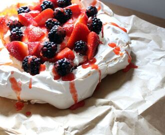 Summery berry pavlova recipe