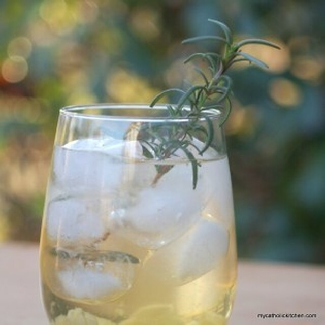 Muddled Rosemary and Pineapple Cocktail for #Cocktailday