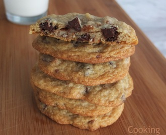 Biscoitos com pepitas de chocolate e noz pecan, uma receita dos anos 30 | Chocolate chip and pecan cookies, a recipe from the 30's