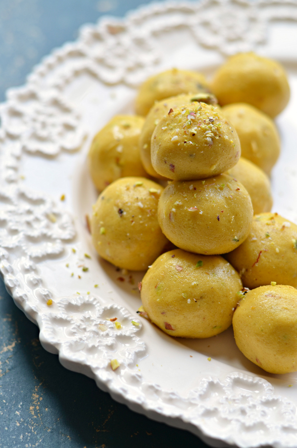 Besan Laddu | Easy Indian sweets recipe