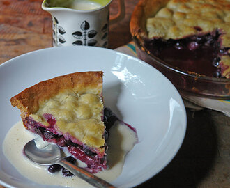 Cakes & Bakes: Blueberry pie
