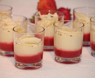 dessert mit erdbeeren im glas rezepte mytaste. Black Bedroom Furniture Sets. Home Design Ideas