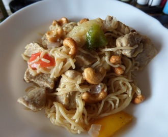 Madhouse recipe : Pork with Pineapple, Peppers and Cashews