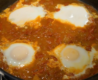 Recipe: Eggs in tomato curry sauce.