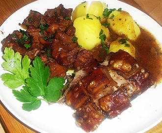 Rustikaler Krustenbraten mit Pfifferlingen
