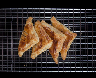 Easy Apple Turnovers (Only 4 Ingredients!)