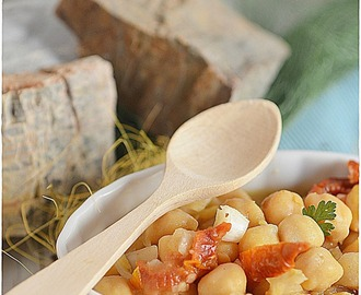 Ensalada de garbanzos con tomates secos, curry y comino