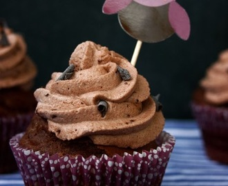 SCHOKO-CUPCAKES MIT CRUNCHY TOPPING