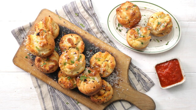 Bacon and Mashed Potato Garlic KnotsBacon and Mashed Potato Garlic Knots